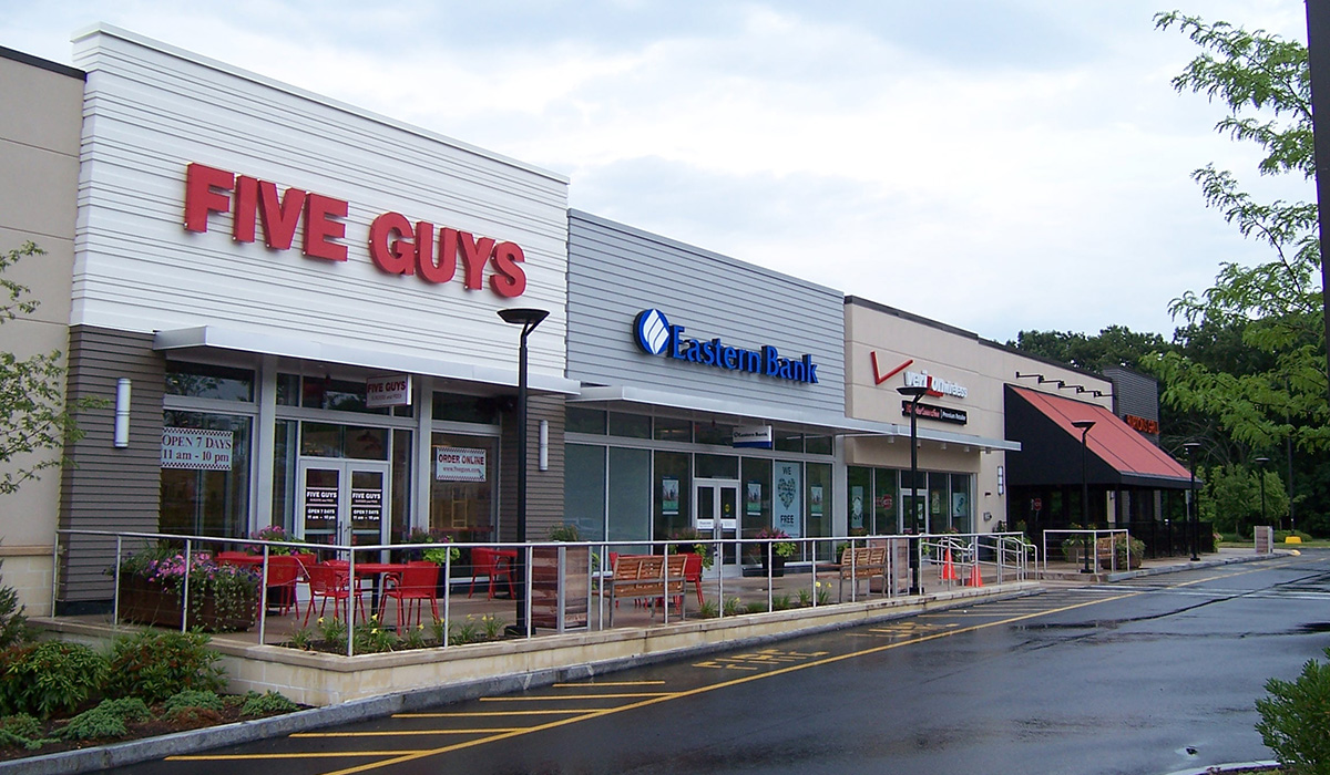 Five Guys, Eastern Bank, and Verizon Wireless at Middlesex Commons, Burlington